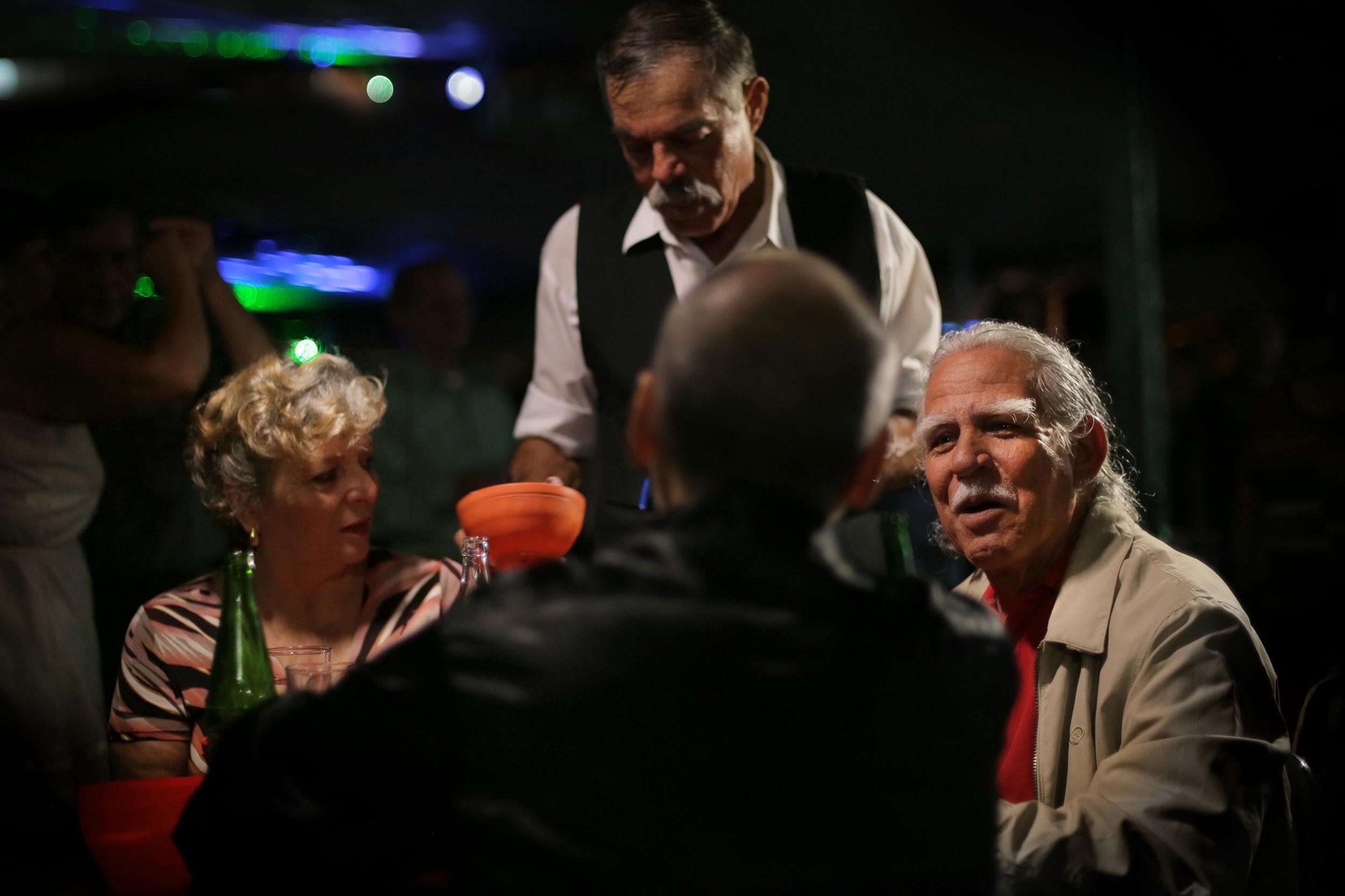 El Baile y el Salón- Iván Porras